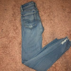 MID RISE LIGHT WASH AMERICAN EAGLE JEANS